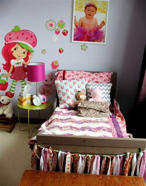 strawberry shortcake bedroom decor 17 best images about sweet little s bedroom on pinterest