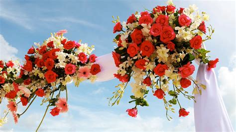 wedding arch arrangements with flowers 6 tips for picking a wedding arch wedding flowers