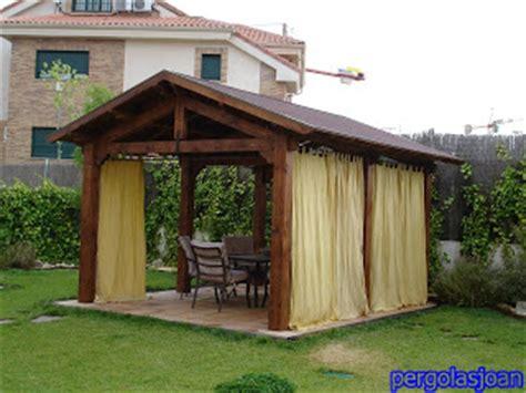 cobertizo rollizos porches y pergola de madera las p 233 rgolas un toque