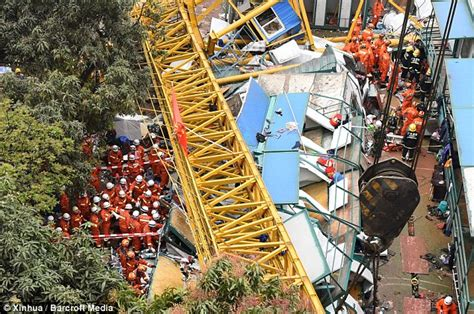construction china mail crane on chinese construction site collapsed killing at least 12 people daily mail online