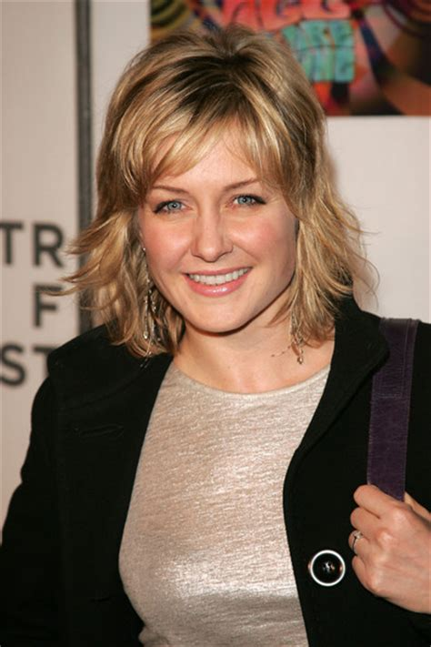 hairstyle of amy carlson amy carlson photos photos 11th annual elton john aids