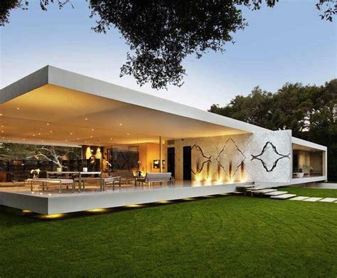 ultra modern minimalist home in mediterranean coast santa barbara s glass pavilion my modern met