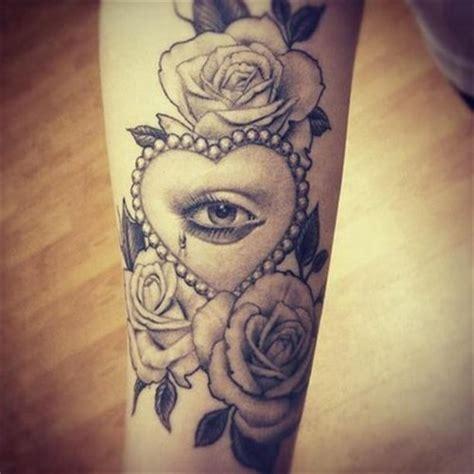 tatuaje extra 241 o en el brazo