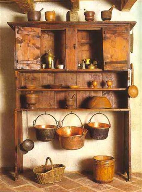 piccoli utensili da cucina museo etnografico di valtorta credenza ad alzate con