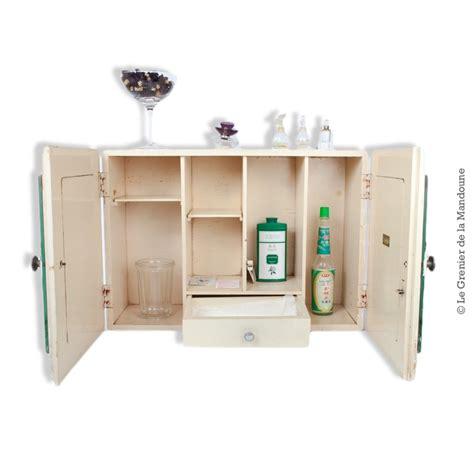 armoire à pharmacie bois ancienne armoire de toilette en bois 224 pharmacie marque