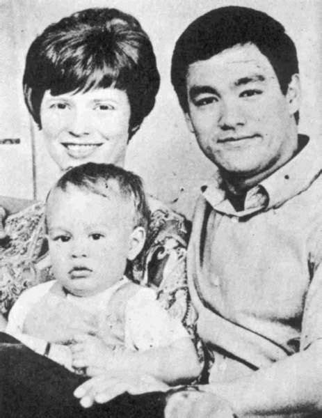 bruce lee family biography 39 best brandon lee images on pinterest brandon lee