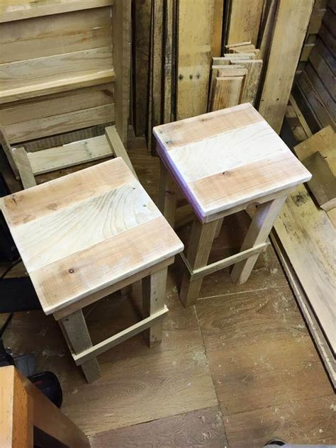 Bar Stools Made From Pallets by Diy Pallet Bar Stools