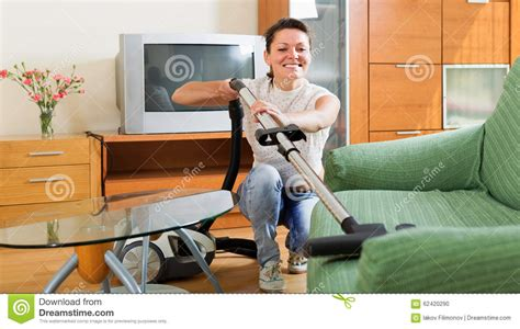 Vacuum Cleaner Untuk Sofa cleaning sofa with vacuum cleaner stock photo image