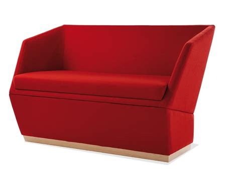 divanetti in legno divanetti a due posti con zoccolo in legno idfdesign