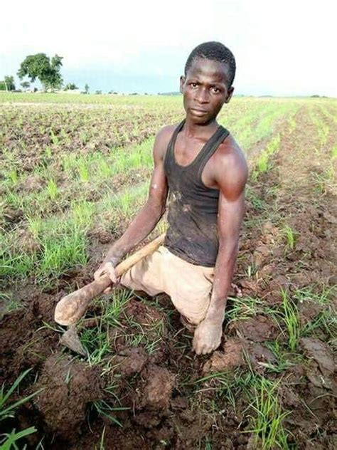 with no legs disability is only a thing of the mind with no legs working on his rice