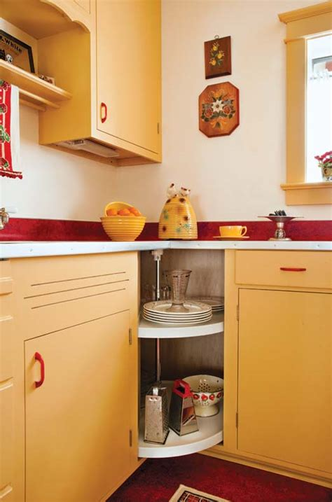 designing a retro 1940s kitchen house