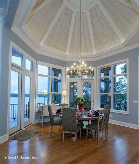 Octagon Tray Ceiling A Spectacular Octagonal Tray Ceiling Crowns This Dining