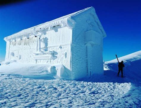 casa di ghiaccio sul gran sasso lo spettacolo dell inverno il rifugio 232