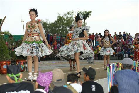 Fashion Baju Daur Ulang banyuwangi merdeka parade busana daur ulang awali banyuwangi festival 2016