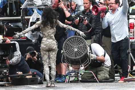 tom cruise sofia boutella sofia boutella and tom cruise filming the mummy on set