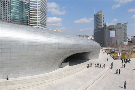 designboom seoul zaha hadid adds to seoul s cityscape with ddp cultural