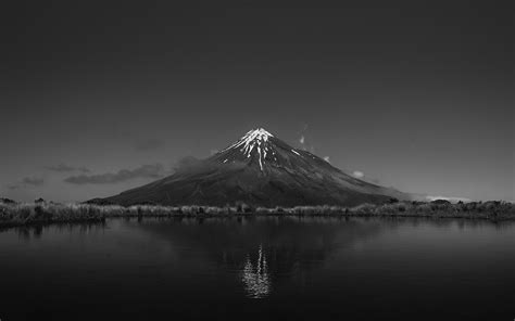black and white background images 1000 beautiful black and white background photos 183 pexels