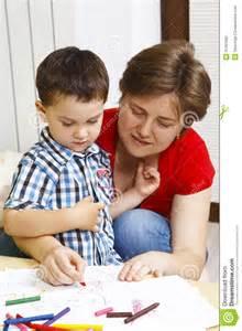 mama mama japonesa se mete ha la cama de su hijo y lo folla a su hijo dormido madre japonesa mete a su hijo a la