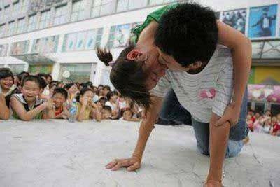 Obat Cina Pemerah Bibir tante ngangkang kontes ciuman paling unik di china