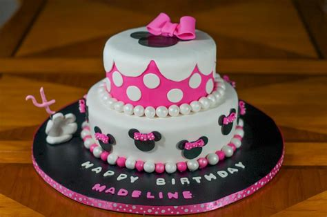 minnie mouse cake ideas you to see minnie mouse on craftsy