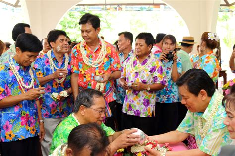 do thailand celebrate new year how to celebrate songkran festival like locals