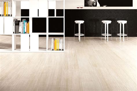pavimento simil parquet rovere sabbia pavimenti effetto legno in gres porcellanato