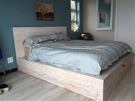 Handmade Bed - how to make a platform bed frame with pallets