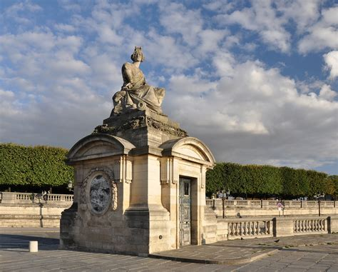A Place Is About War And Place De La Concorde By Degas Alberti S Window