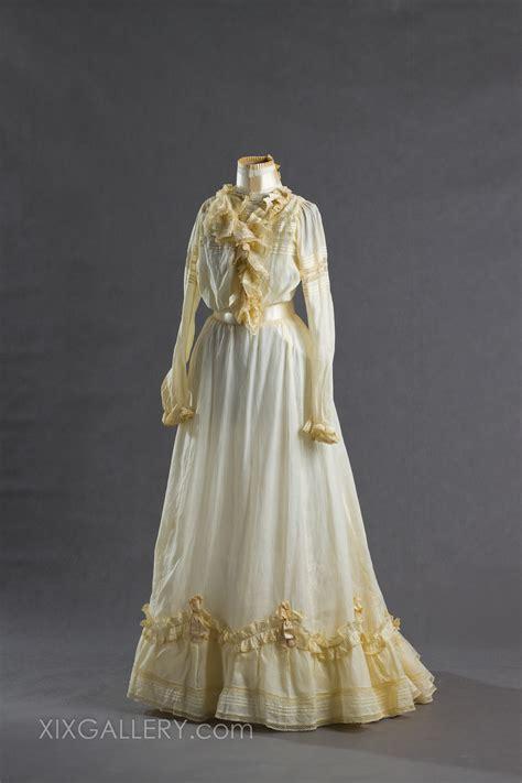 Brautkleider Um 1900 by Sammlung Historischen Originalkleidungen Aus 19 Jh