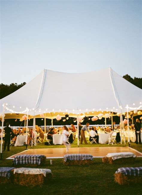 Tenda Resepsi 13 inspirasi resepsi pernikahan di bawah tenda yang tak melulu biru terasa hangat dekat dan