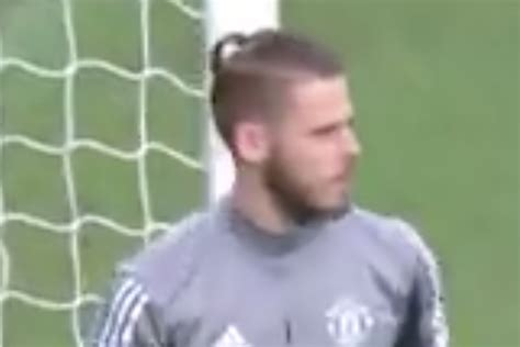 Video: David De Gea warms up with his top knot ponytail