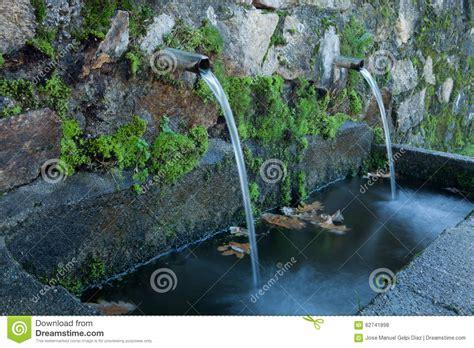 imagenes fuentes naturales de agua fuentes de agua naturales foto de archivo imagen 62741898
