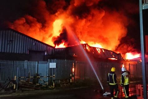 dartford fire shocking footage shows huge inferno