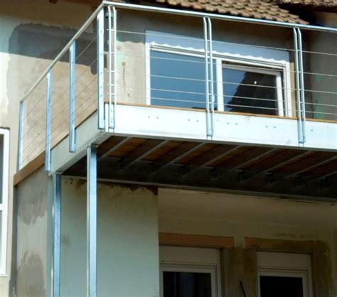 überdachung terrasse metall terrasse sur pilotis metal concept escalier