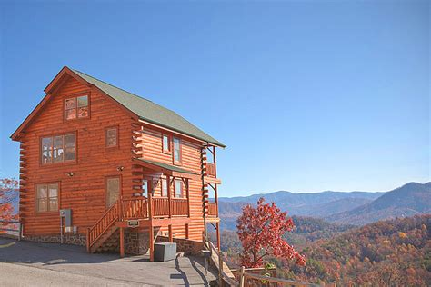 Where To Stay In Gatlinburg Tn Cabins Celebrate The Holidays In Gatlinburg Inside Gatlinburg