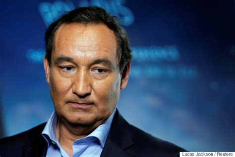 oscar munoz united ceo united airlines loses 900 million in value in hours as