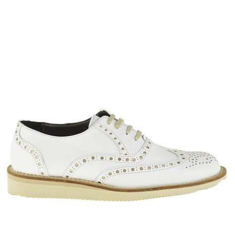 comfortable lace up shoe with wedge in white leather