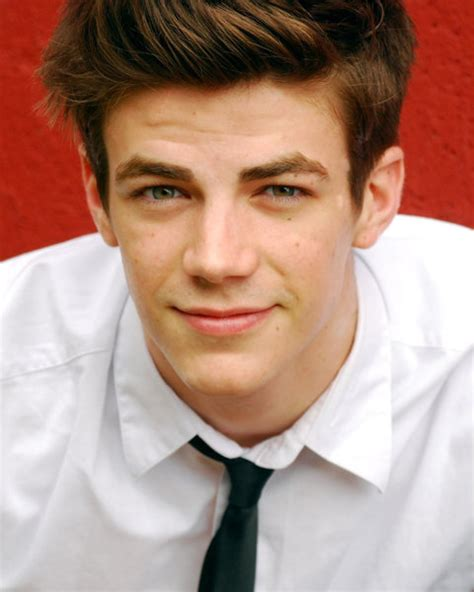who is the guy who sings and plays guitar in the direct tv commercial they ve cast grant gustin as the flash the beat