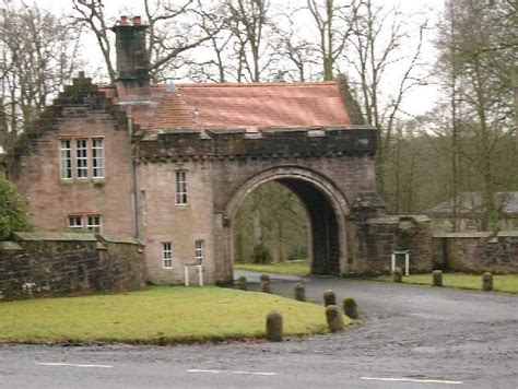 gate house file sorn castle gatehouse geograph org uk 106827 jpg