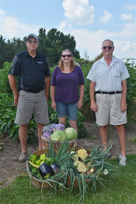 kish sustainable horticulture class donates to local food