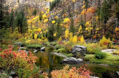 beautiful autumnal scenery in leavenworth seattle usa 1