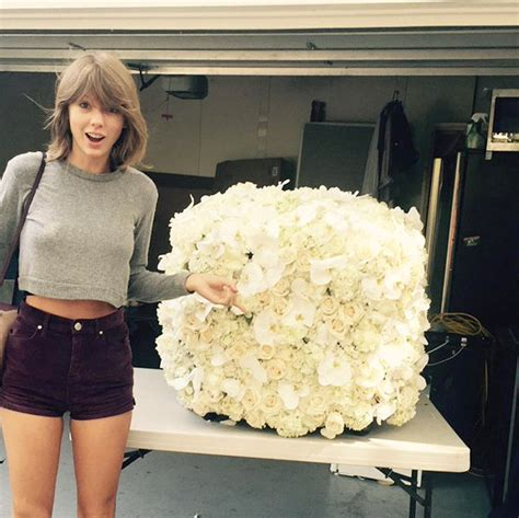 taylor swift dressed to the nines 10 celebs who ve nailed airport fashion rediff get ahead
