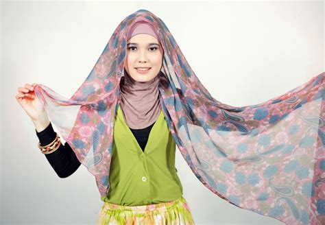 Pashmina Jilbab Monochrome Ceruti 1 Cara Memakai Jilbab Pashmina Chiffon Bunga 1 Muslimstate