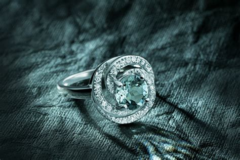 Jewelry Photography by Light Painting For Jewelry Photographers