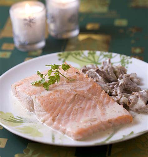 cuisiner des pav駸 de saumon pav 233 de saumon aux girolles les meilleures recettes de