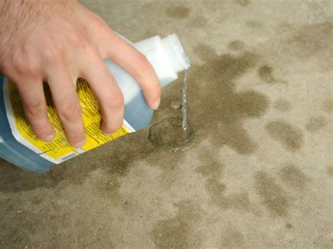 How To Remove From Concrete Garage Floor by Best 25 Clean Concrete Ideas On Painting