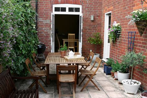 small outdoor spaces 5 plants for small outdoor spaces