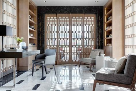 dreieckige kücheninsel penthouse mit edlen materialien und dezentem luxus in kapstadt