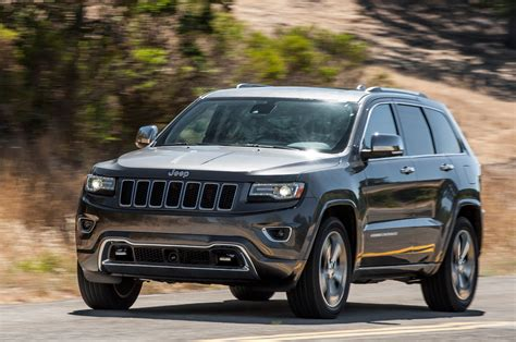 overland jeep grand 2014 jeep grand cherokee v8 overland front three quarters view