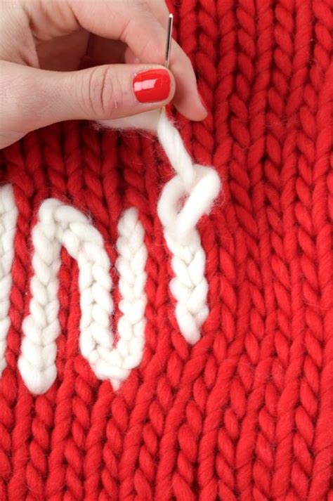 embroidery on knitted items how to make the chain stitch to embroider words on knitted